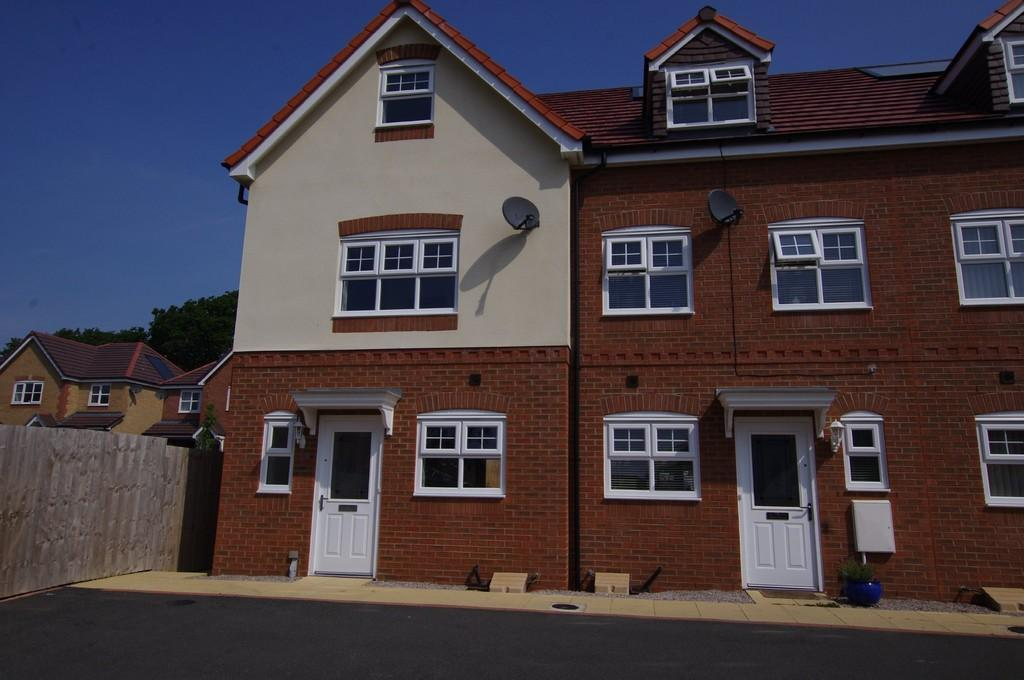3 Bedrooms End Of Terrace House for sale in Lon Bedw, Llandudno Junction