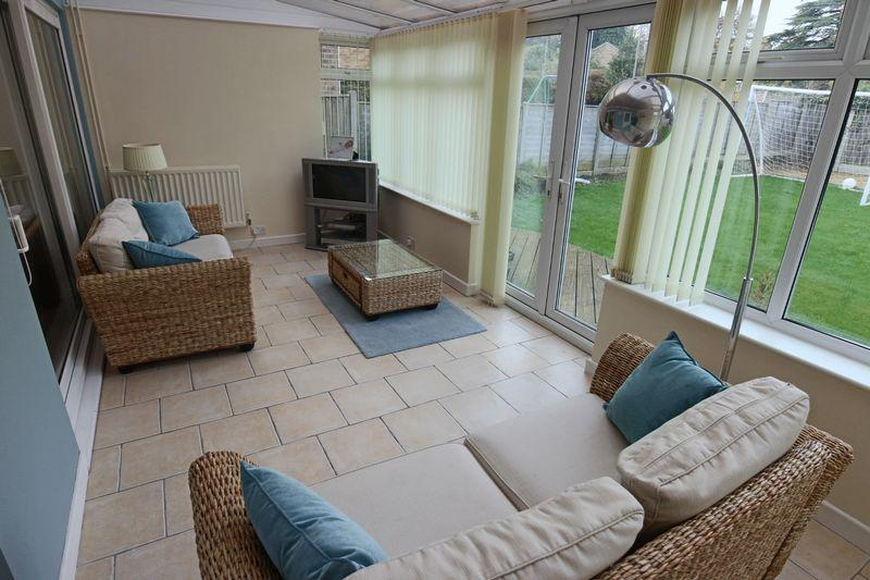 3 Bedrooms Detached House for sale in Rookery Close, Lowestoft