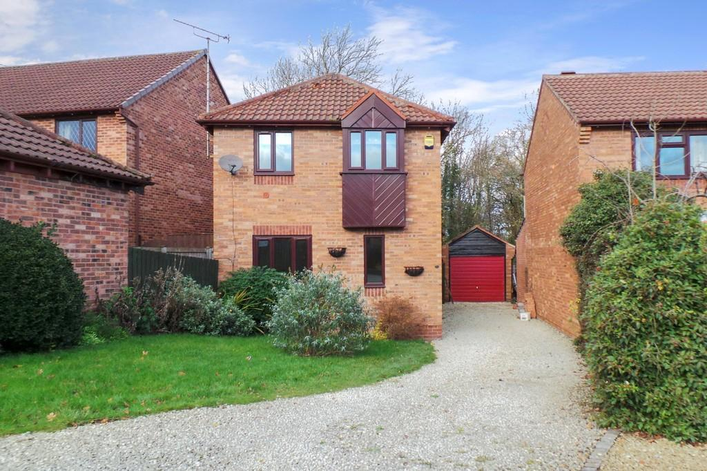 4 Bedrooms Detached House for sale in 16 Ashburn Drive, Wetherby, LS22 5RD