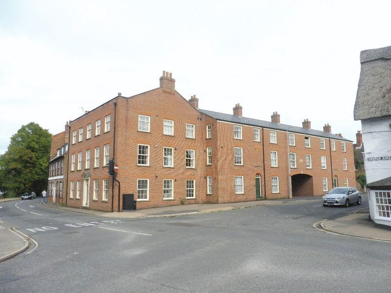 2 Bedrooms Flat for rent in High Street, Spalding