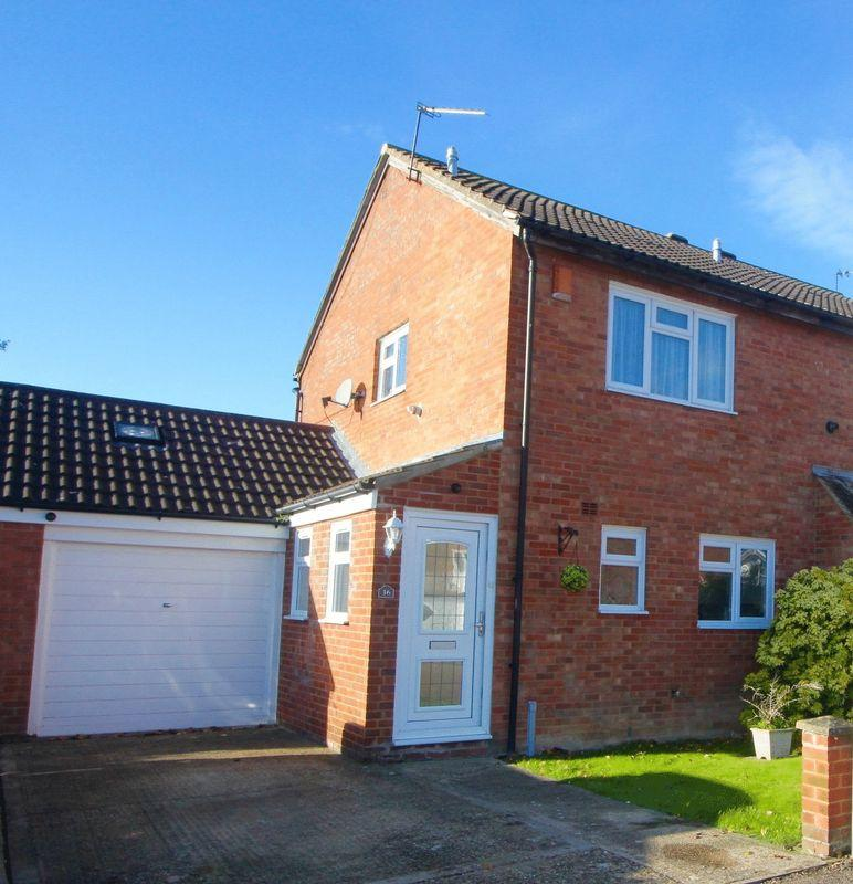 2 Bedrooms Semi Detached House for sale in Conway Close, Dunstable