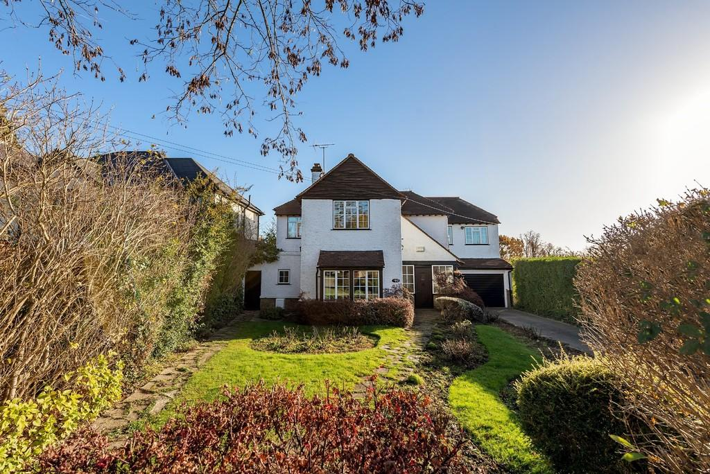 4 Bedrooms Detached House for sale in Grove End, Spring Grove, Loughton