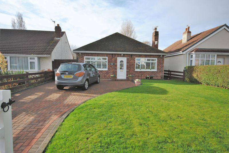 2 Bedrooms Detached Bungalow for sale in Stuart Avenue, Moreton