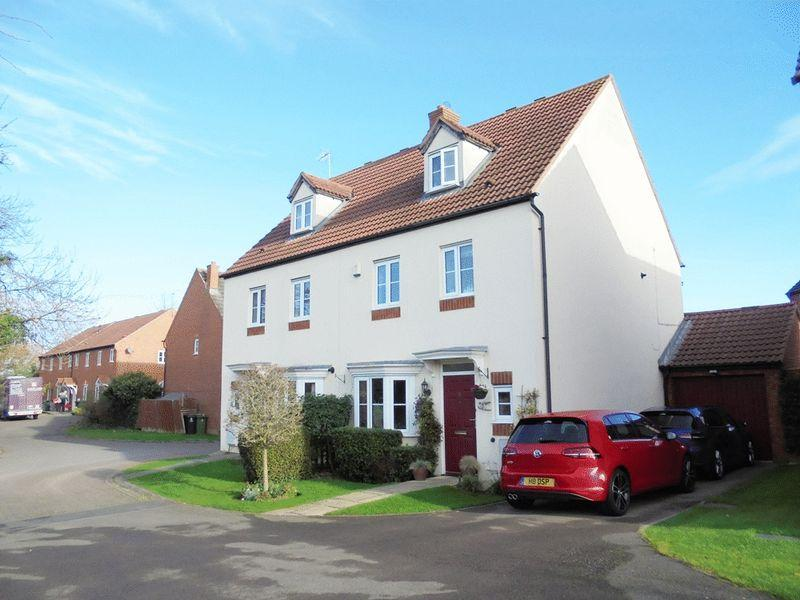 4 Bedrooms Semi Detached House for sale in Woodland Piece, Evesham wr11