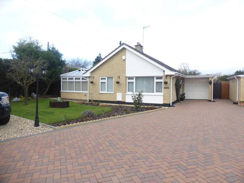 2 Bedrooms Detached Bungalow for sale in Arrow End, North Littleton, Evesham