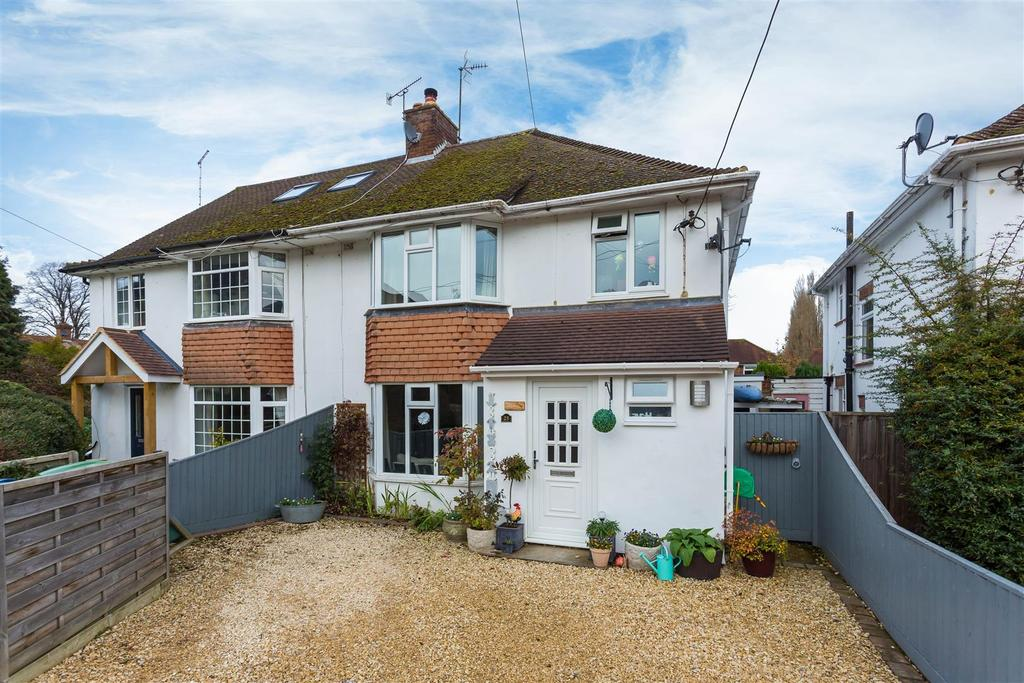 3 Bedrooms Semi Detached House for sale in Meare Estate, Wooburn Green