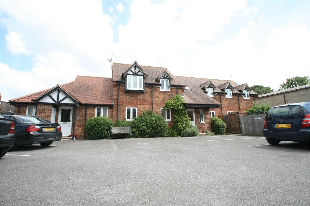 2 Bedrooms Apartment Flat for sale in Park Court, Thame, Oxfordshire, OX9
