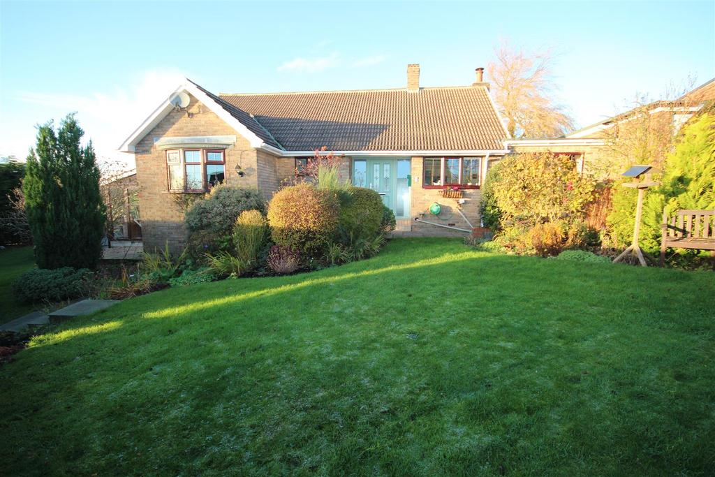 3 Bedrooms Detached Bungalow for sale in Hillcrest Grove, Elwick, Hartlepool