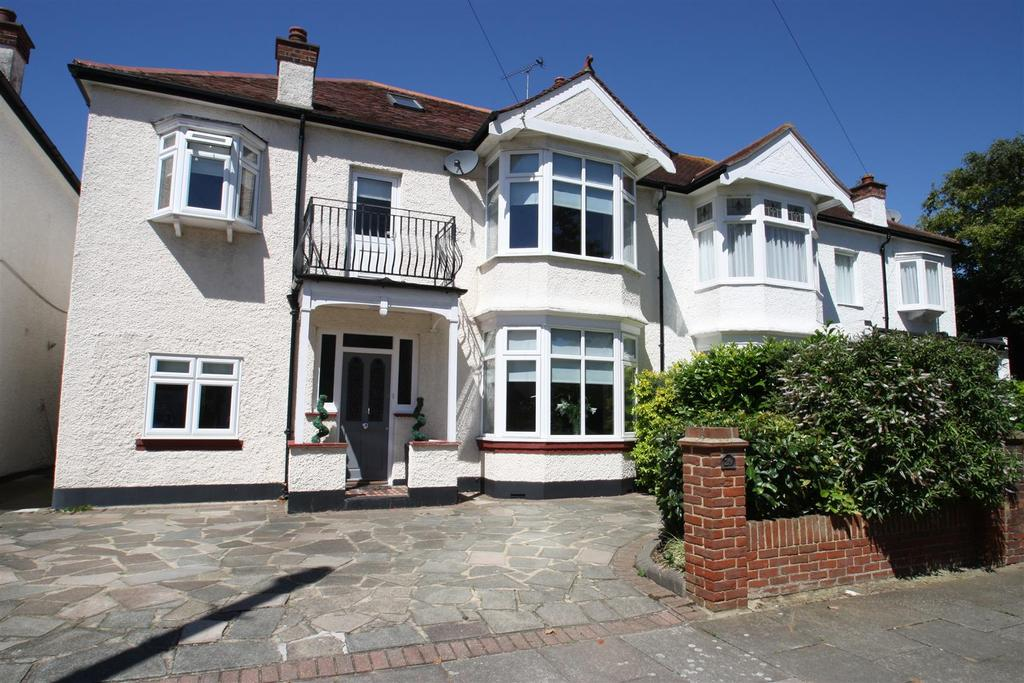 5 Bedrooms Semi Detached House for sale in Walton Road, Thorpe Bay, Southend-On-Sea