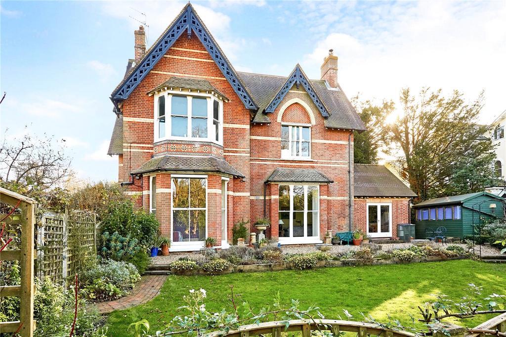 2 Bedrooms Flat for sale in Broadwater Down, Tunbridge Wells, Kent, TN2