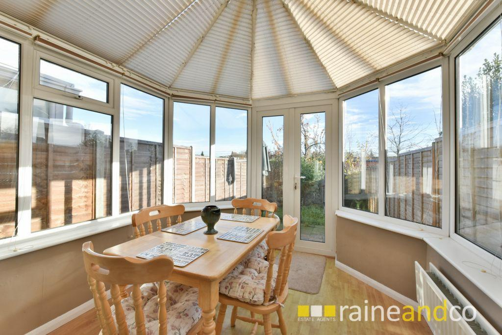 2 Bedrooms House for sale in Fairview Road, Stevenage, SG1