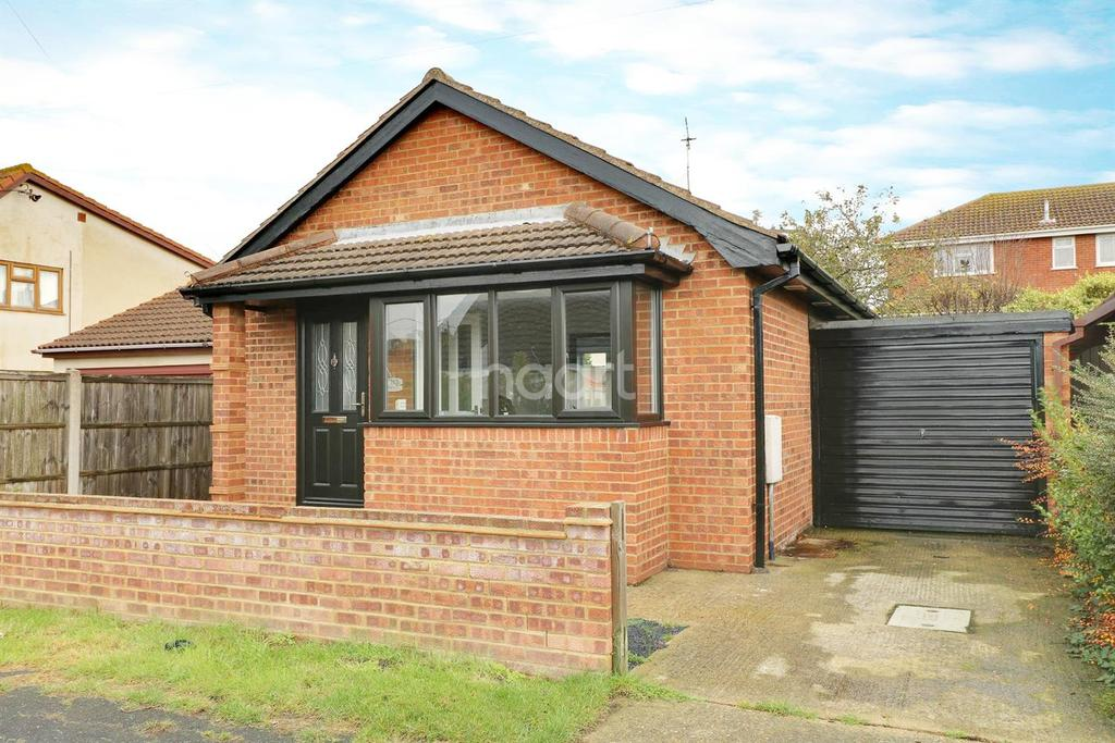 1 Bedroom Bungalow for sale in Bommel Road, Canvey Island