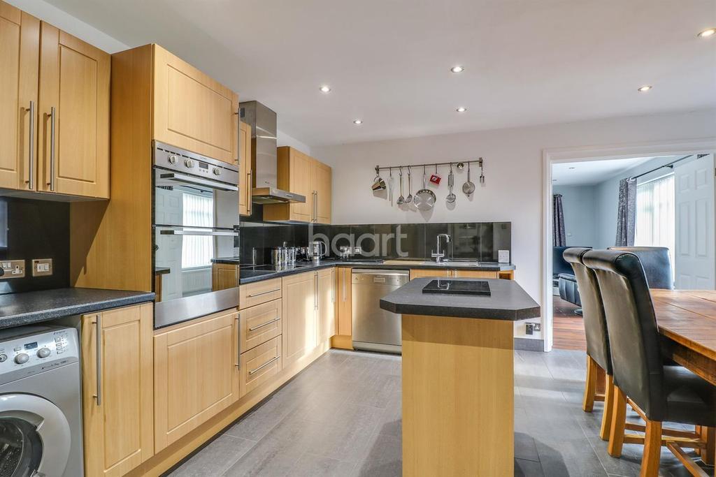 3 Bedrooms Semi Detached House for sale in Manor Road, Benfleet
