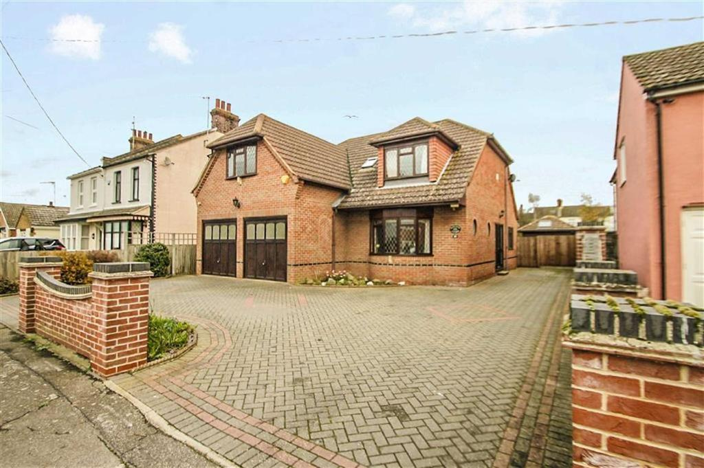 4 Bedrooms Detached House for sale in D'arcy Road, St Osyth