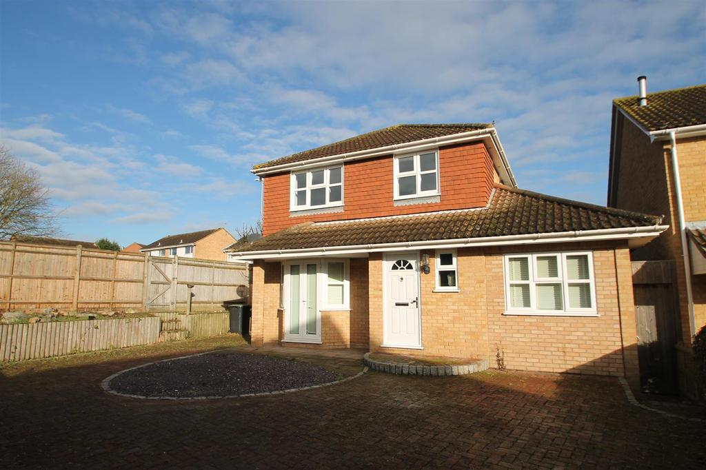 4 Bedrooms Detached House for sale in Fielding Drive, Larkfield, Aylesford