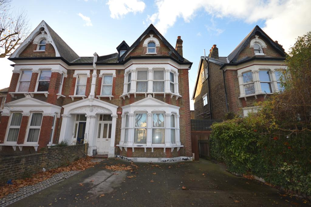 3 Bedrooms Maisonette Flat for sale in Bromley Road London SE6