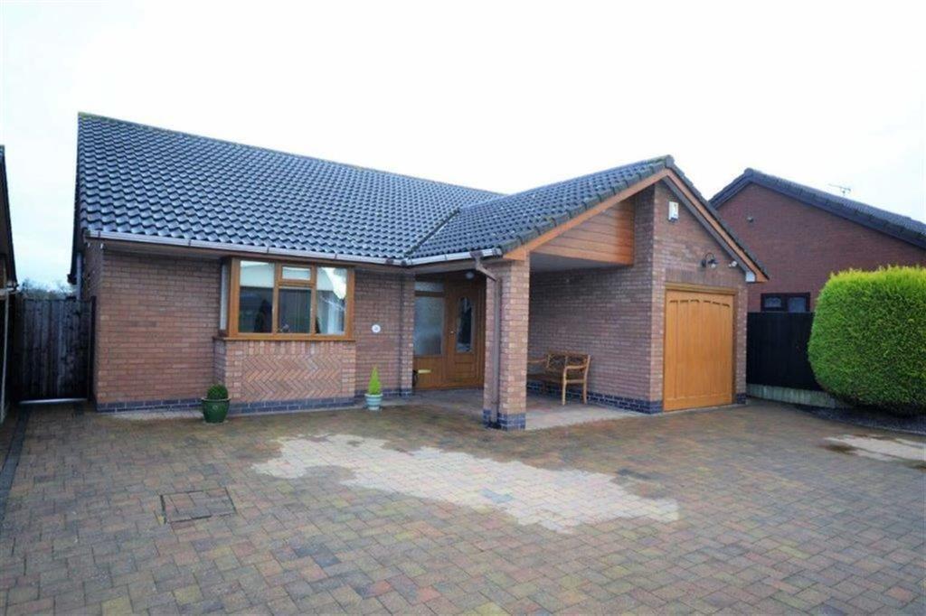 3 Bedrooms Detached Bungalow for sale in Norwich Close, St Nicolas Park, Nuneaton