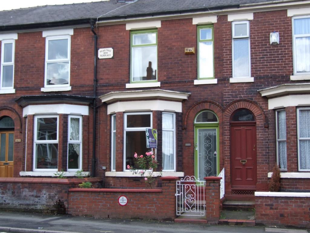 2 Bedrooms Terraced House for sale in Stockport Road West, Bredbury, SK6