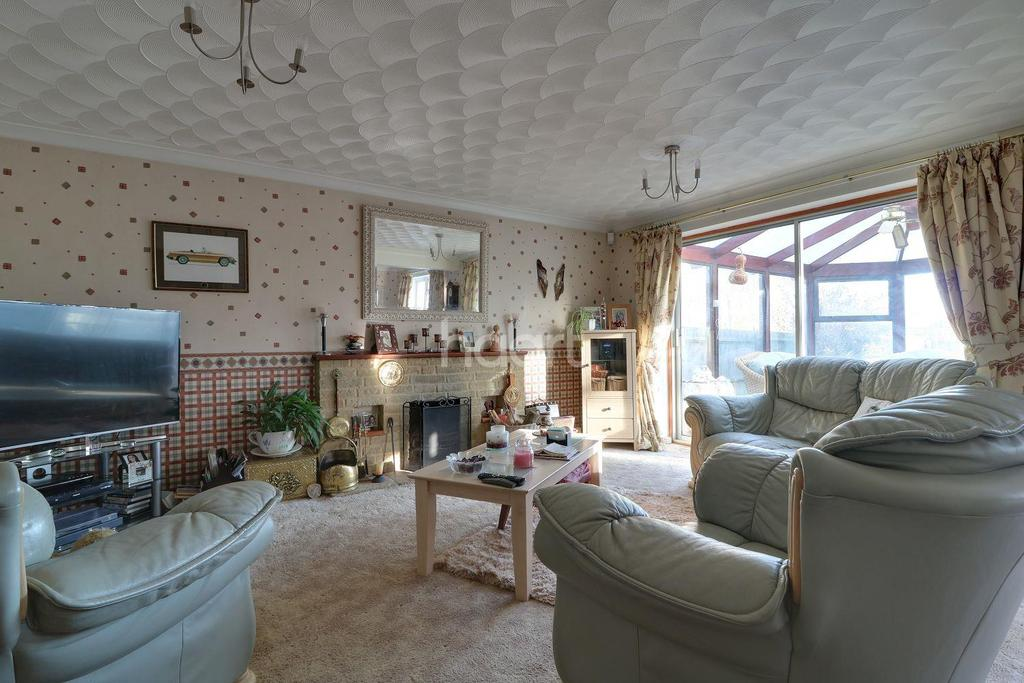 4 Bedrooms Detached House for sale in School Row, Swindon, Wiltshire