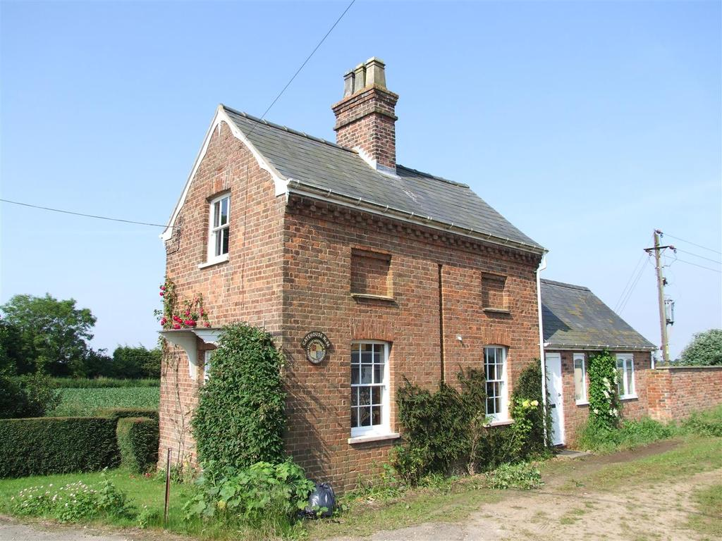 2 Bedrooms Cottage House for rent in Charters Lane, Long Sutton, Spalding