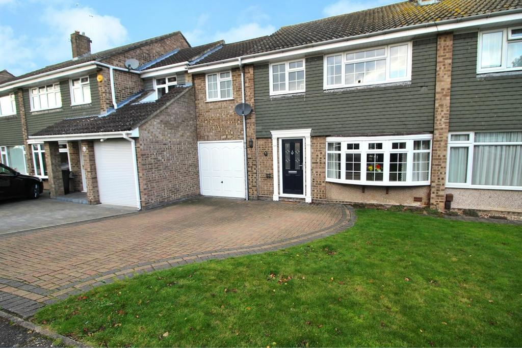 4 Bedrooms Terraced House for sale in Petrel Way, Chelmsford, Essex, CM2