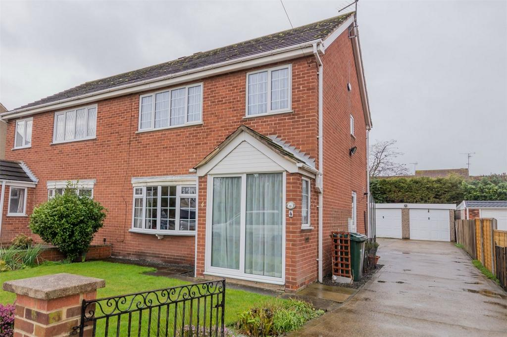 3 Bedrooms Semi Detached House for sale in Flaxley Road, Selby, North Yorkshire