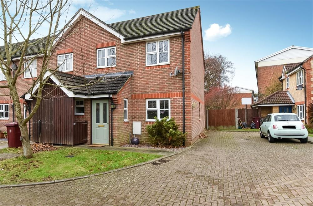 2 Bedrooms End Of Terrace House for sale in Stephens Close, Chichester, West Sussex