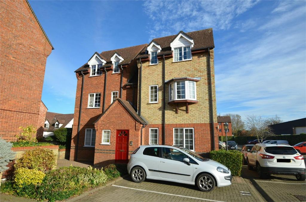 2 Bedrooms Flat for sale in St Francis Court, SHEFFORD, Beds, Bedfordshire