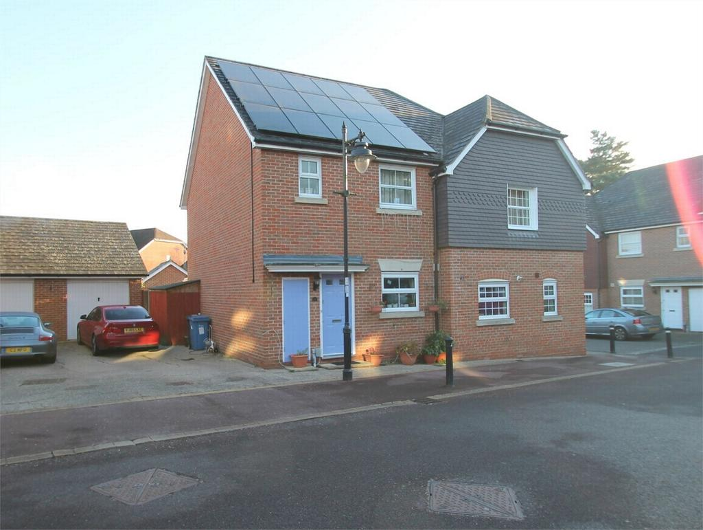 3 Bedrooms Semi Detached House for rent in East Hundreds, Fleet, Hampshire