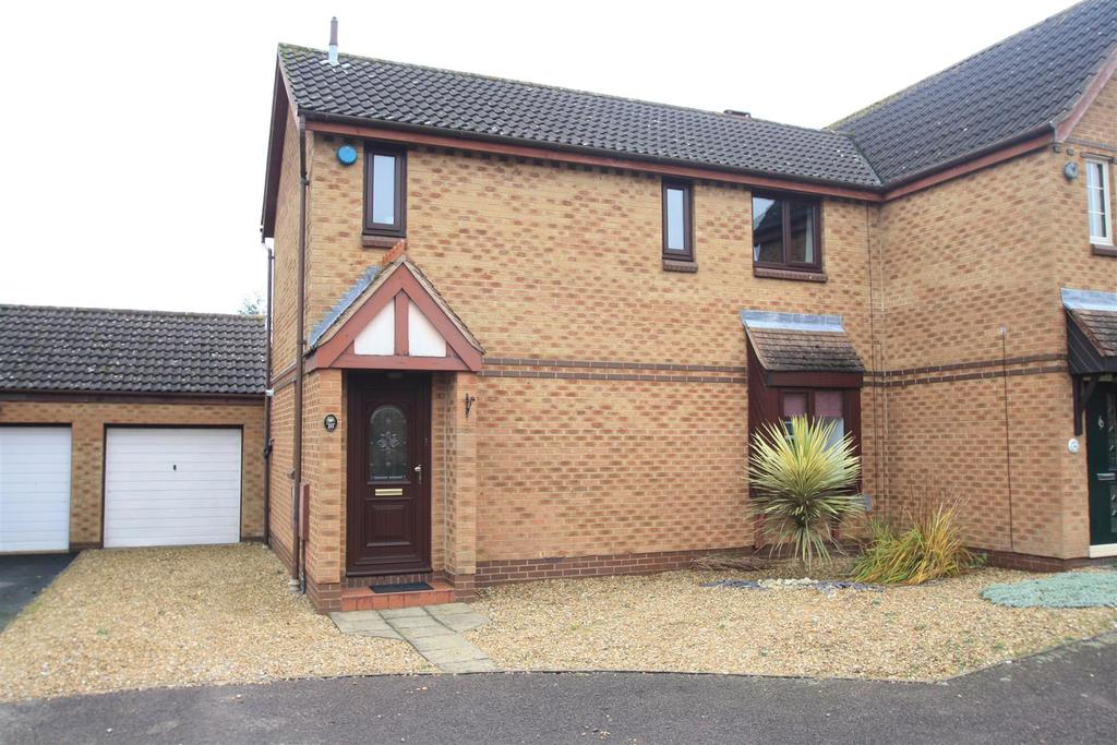 3 Bedrooms Semi Detached House for sale in Fontwell Drive, Bletchley, Milton Keynes