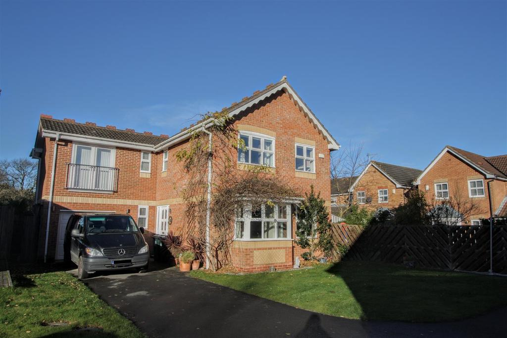 4 Bedrooms Detached House for rent in Anstruther Drive, Darlington