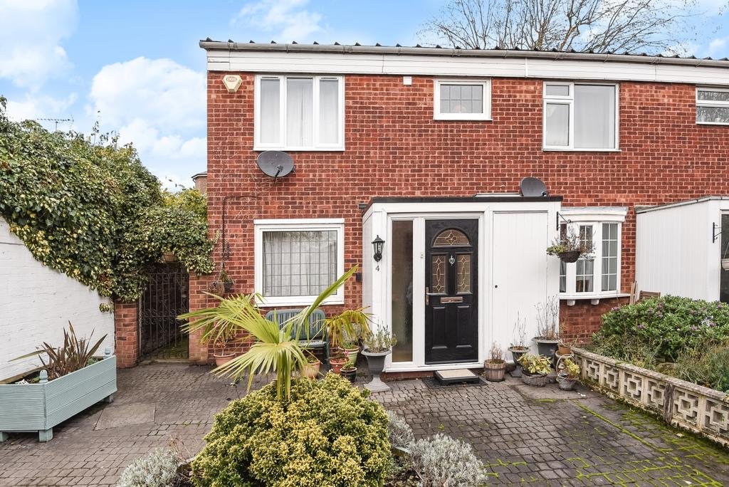 3 Bedrooms End Of Terrace House for sale in Chichester Close London SE3