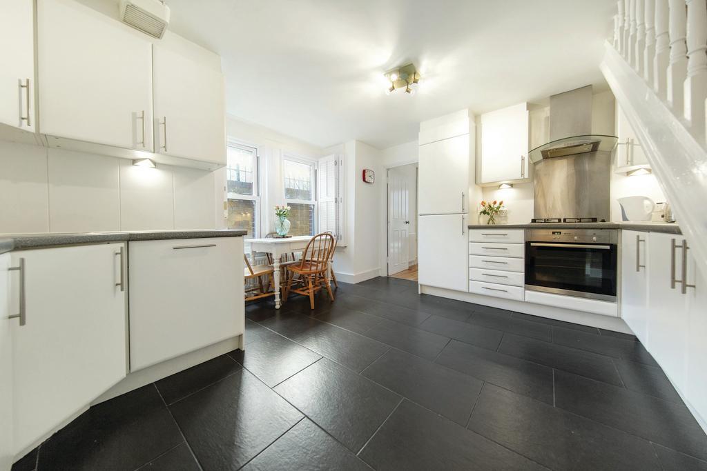 3 Bedrooms Flat for sale in Strathleven Road, SW2