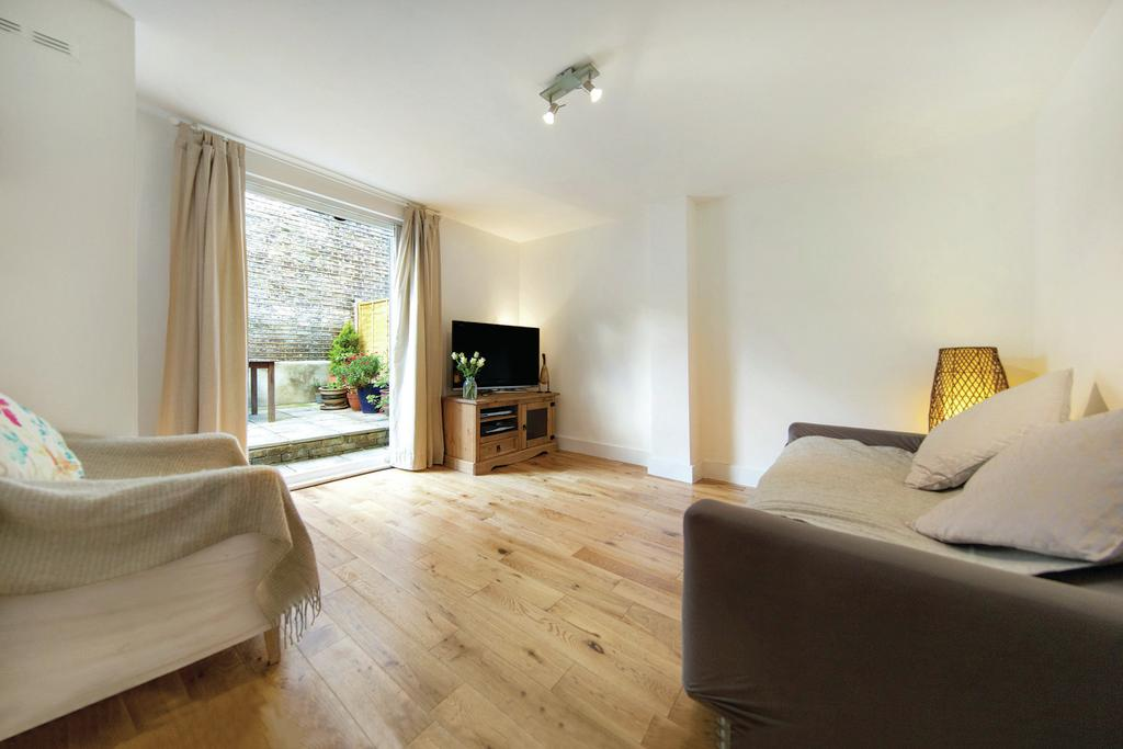 3 Bedrooms Flat for sale in Strathleven Road, SW2