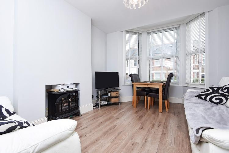 2 Bedrooms Flat for rent in Thurlestone Road West Norwood SE27