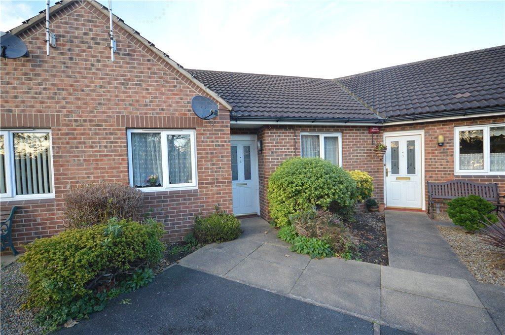 2 Bedrooms Semi Detached Bungalow for sale in Langton Green, Leeds, West Yorkshire