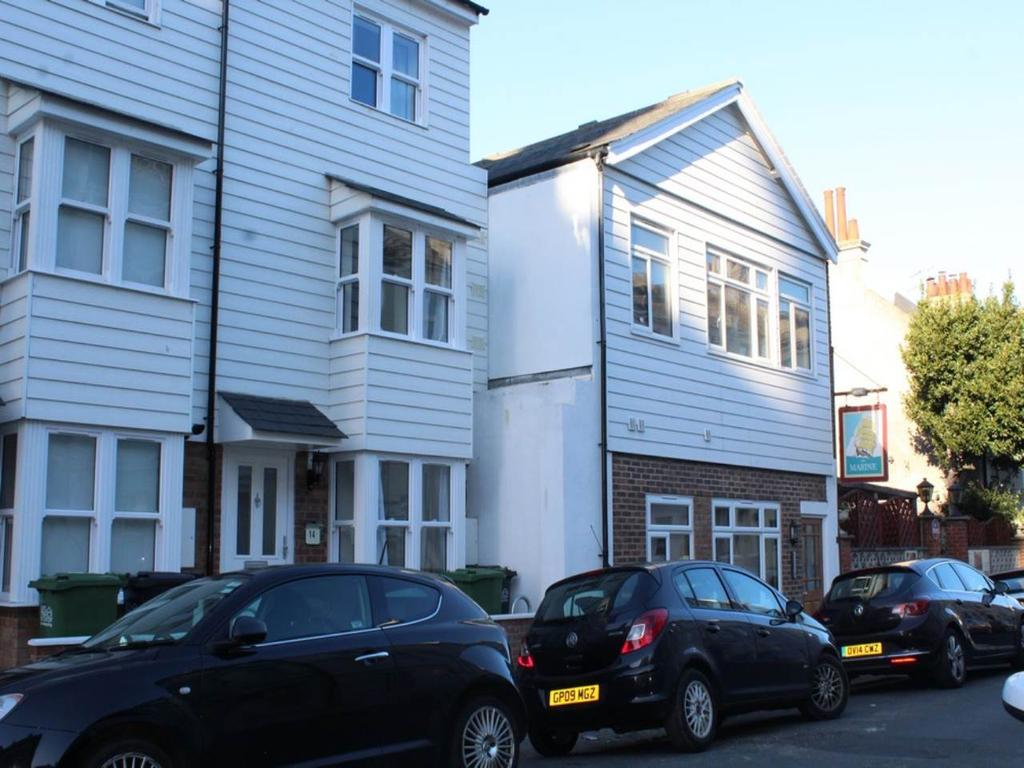 1 Bedroom House for rent in 4 Marine Lodge, 13 Marine Road, ,