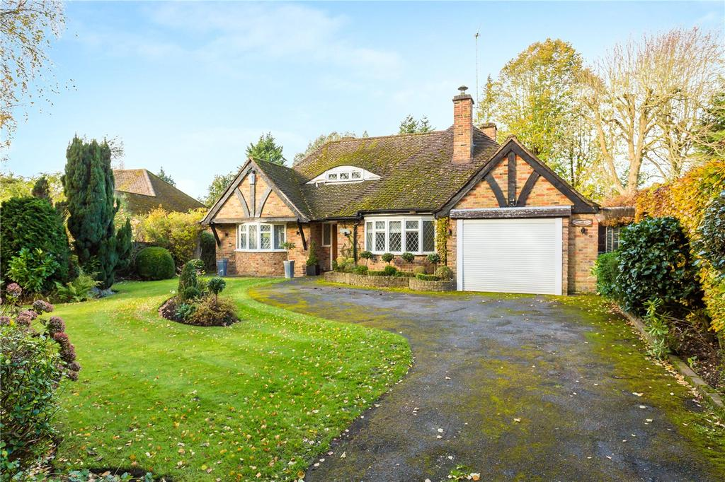 2 Bedrooms Detached Bungalow for sale in Winkers Close, Chalfont Heights, Chalfont St Peter, Buckinghamshire