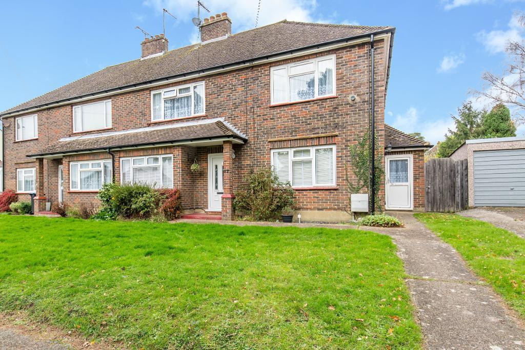 2 Bedrooms Maisonette Flat for sale in Banstead Road, Caterham, Surrey, CR3 5QE