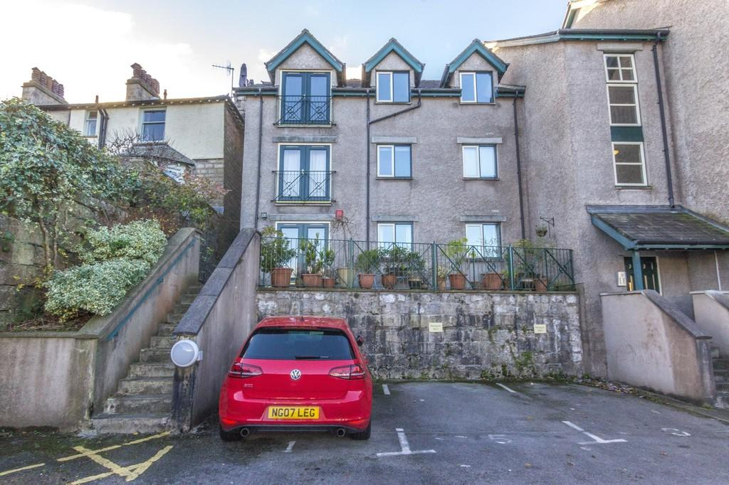 2 Bedrooms Apartment Flat for sale in 2 Fellside Court, Kendal