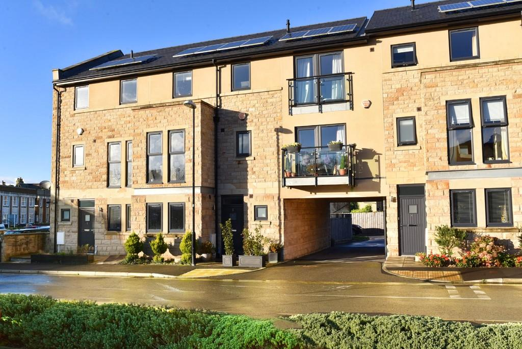 5 Bedrooms Town House for sale in Myrtle Square, Harrogate
