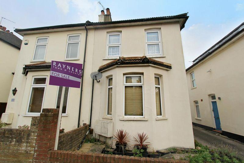 2 Bedrooms Maisonette Flat for sale in William Road, Caterham
