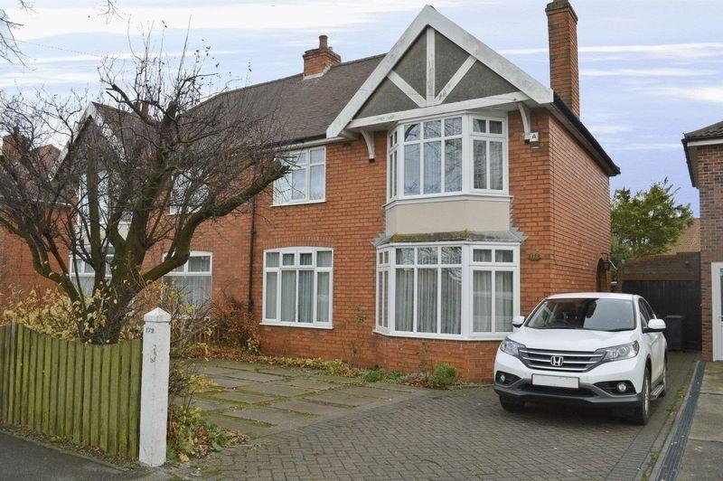 3 Bedrooms Semi Detached House for sale in Nettleham Road, Lincoln