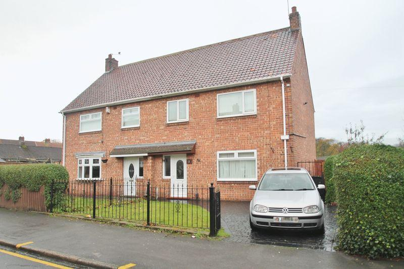 3 Bedrooms Semi Detached House for sale in Henry Taylor Court, Ormesby