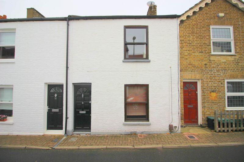 2 Bedrooms Terraced House for sale in Victoria Road, Chislehurst BR7 6DF