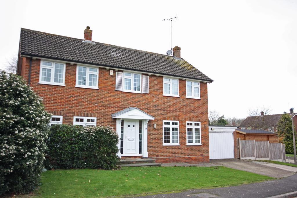 4 Bedrooms Detached House for sale in Grange Close, Ingrave, Brentwood, CM13