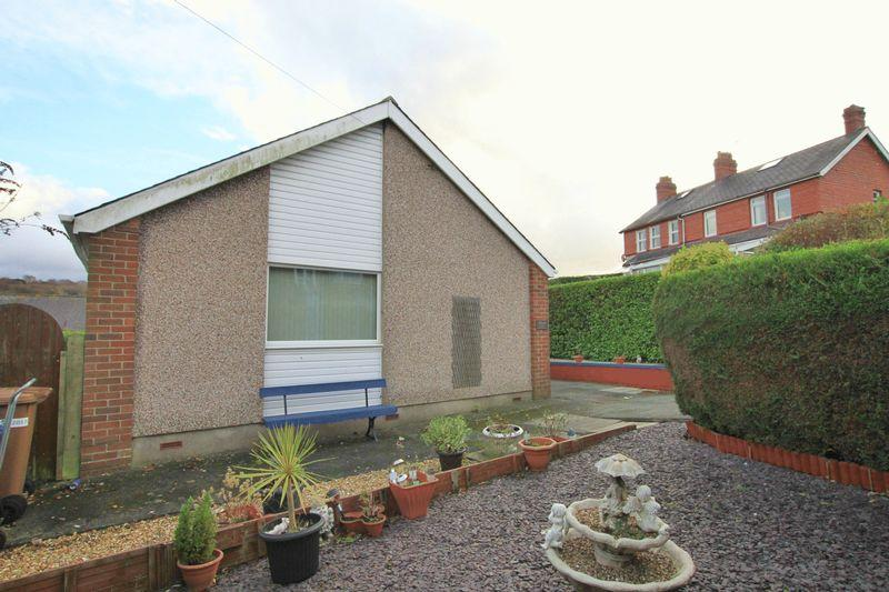 2 Bedrooms Detached Bungalow for sale in Bangor, Gwynedd