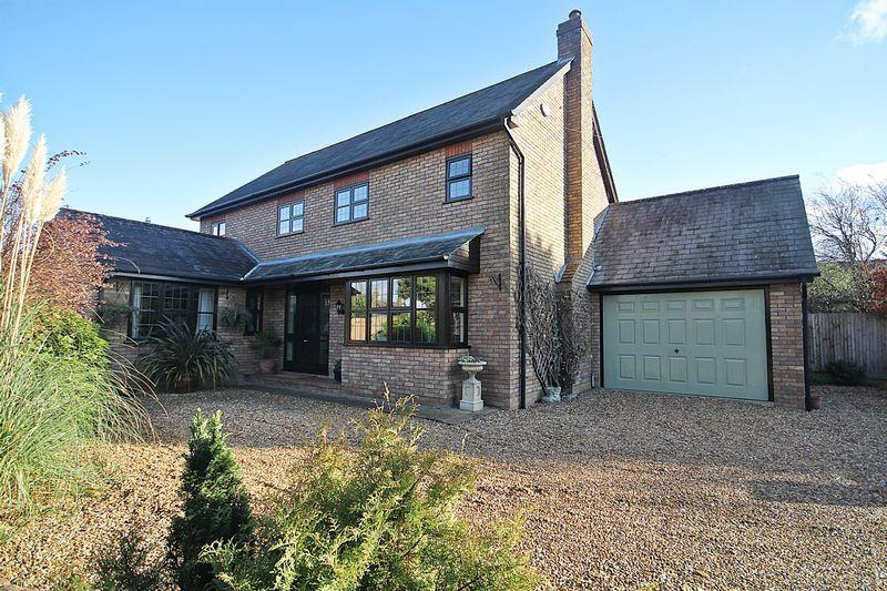 4 Bedrooms Detached House for sale in School Lane, Greenfield