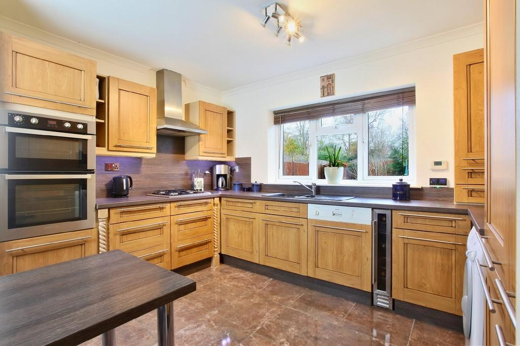 4 Bedrooms Semi Detached House for sale in Elm Road, Chelmsford, CM2 0JL
