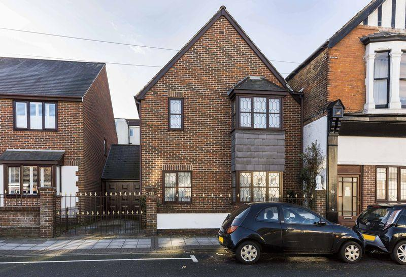 4 Bedrooms Semi Detached House for sale in Granada Road, Southsea